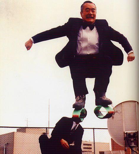 il me faut les memes chaussures !!!  Yoshiro-nakamatsu-1