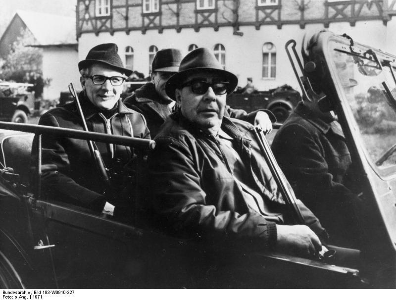 Brejnev et Honnecker ont commencé leur idylle à l'abri des regards en allant tirer des coups dans les bois.
